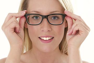 Femme - Ajuster les lunettes