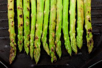 asparagus on grill plate