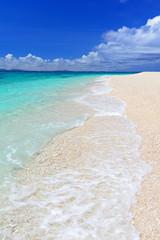 水納島の美しい白砂ビーチ