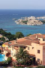 Hotel mit Schwimmbad neben Mittelmeer