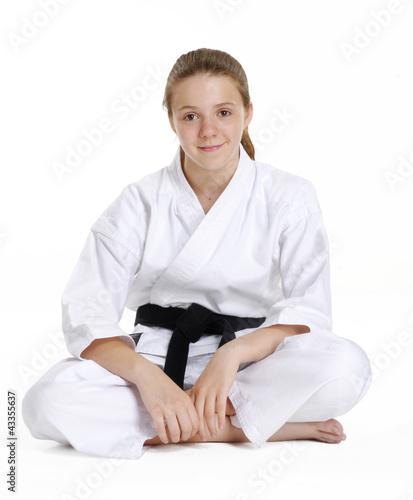 Niña en artes marciales,cinta negra karate.