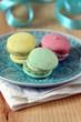 drei farbige macarons