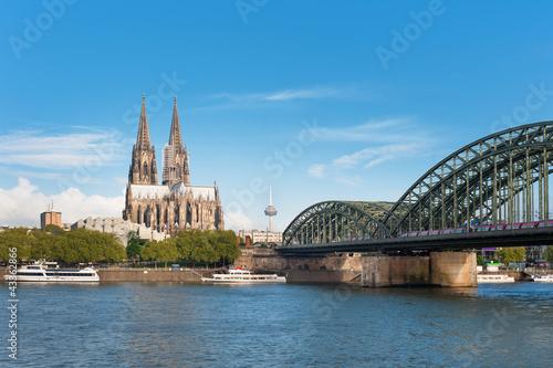 Leinwanddruck Bild View of Cologne over the Rhein