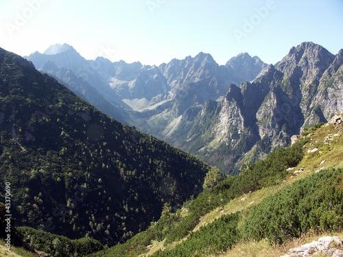 Amfiteatr Doliny Kaczej w Tatrach z Litworowego Żlebu