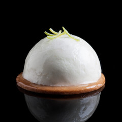 Individual lemon mousse