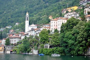 Paese sul lago di Como