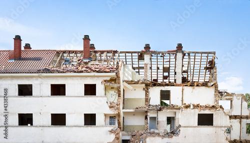 zerbombtes Haus im Kriegsgebiet