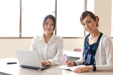 asian businesswomen working