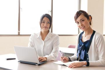 asian businesswomen working