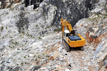 Equipment and work in the quarry