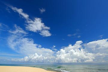 コマカ島の美し海と夏の空