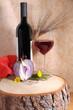 Vino rosso con calice e spiga di grano