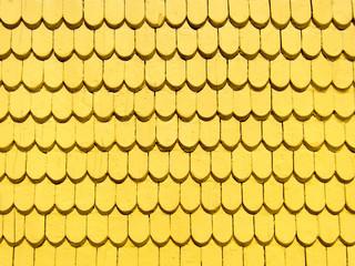 Gelbe Holzdachschindeln