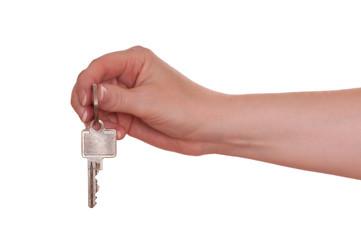 Weibliche Hand hält einen Schlüssel