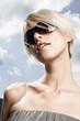 Frau mit modischer Sonnenbrille