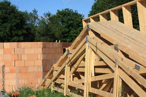 construction maison ouvrier charpente brique rouge de stibat studio photo libre de droits. Black Bedroom Furniture Sets. Home Design Ideas