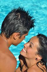 Amour au bord de la piscine