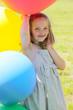 Mädchen mit großen Luftballons
