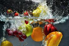 "Постер, картина, фотообои ""Fruit and vegetables splash into water"""