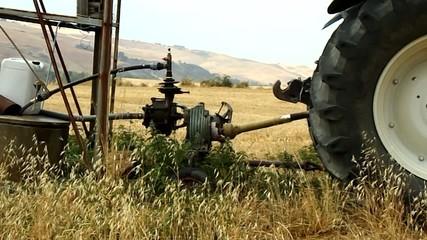 vecchia pompa ad acqua per mulino a vento