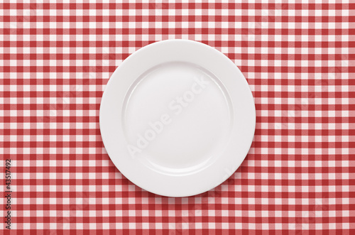 Empty plate at classic checkered tablecloth - 43517492