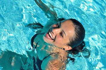 Bonheur de se détendre dans l'eau