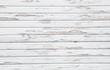 Alte Holzwand mit abgesprungenem Lack