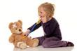 Kind mit Stethoskop als Arzt. Kinderarzt untersuch
