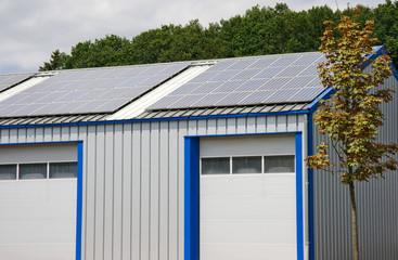 Lagerhalle mit Solar auf dem Dach