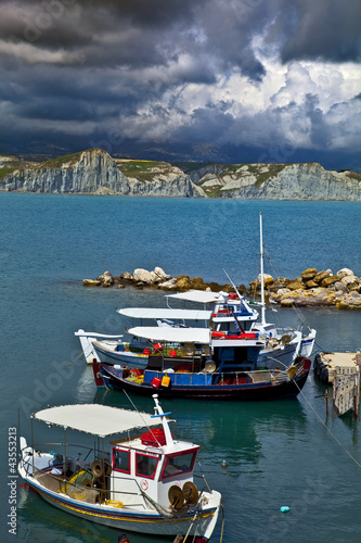 grèce; ioniennes, kefalonia : port et chalutiers