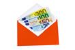 Euro-Geldscheine im roten Briefmschlag