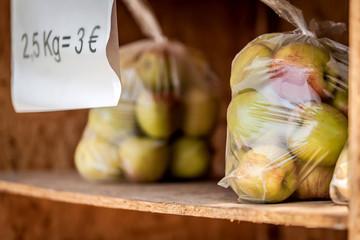 vertrauensbasierter Obstverkauf am Wegesrand