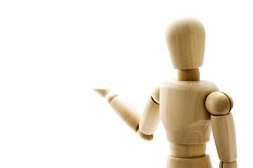 片手を上げた木製の人形