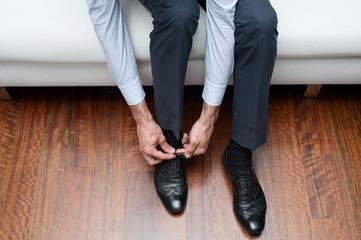 fasten shoes