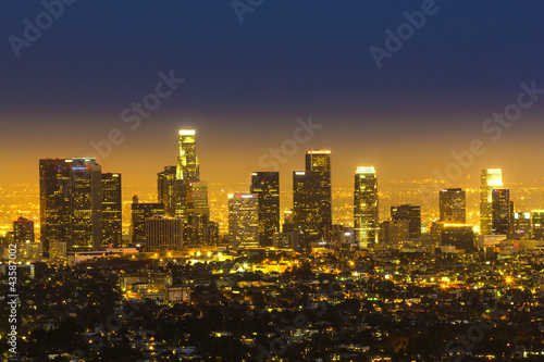 Fototapeta view to city of Los Angeles from Griffith park in the evening