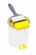 Gelber Farbeimer mit Pinsel