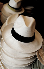 vente de chapeau au marcher borsalino