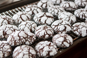 Crackle Chocolate Cookie Cooling
