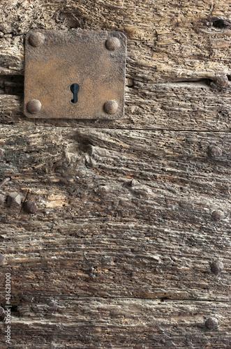 Puerta de madera vieja cerradura fondo fotos de for Puerta vieja madera