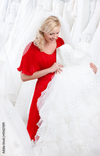Future bride chooses an appropriate wedding gown
