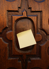 door and post-it