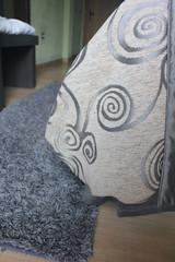 Habitacion hotel alfombra cama gris