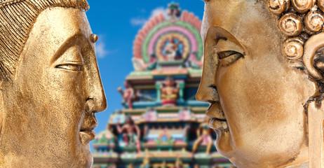 Bouddhas sur fond de temple indien