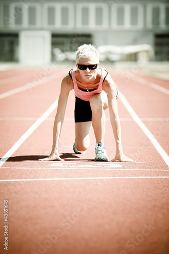 Fit caucasian woman on start