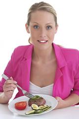 Femme - Steak grillé / légumes