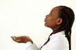 schwarzes Mädchen bittet um Spende