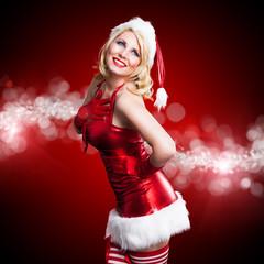 blonde Weihnachtsfrau im roten Kleid