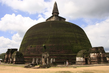Rankot Vihara (Golden Pinnacle Dagoba), Polonnaruwa, Sri Lanka