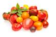 Unterschiedliche Tomaten auf weißem Hintergrund