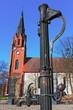 Kirche und Pumpe